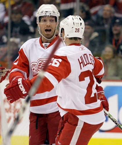 Paul Connors / Associated Press Detroit Red Wings right winger Mikael Samuelsson, left, is congratulated by teammate Jiri Hudler after Samuelsson scored a goal against the Phoenix Coyotes in the first period of their game Saturday, Dec. 29, 2007, in Glendale, Ariz.